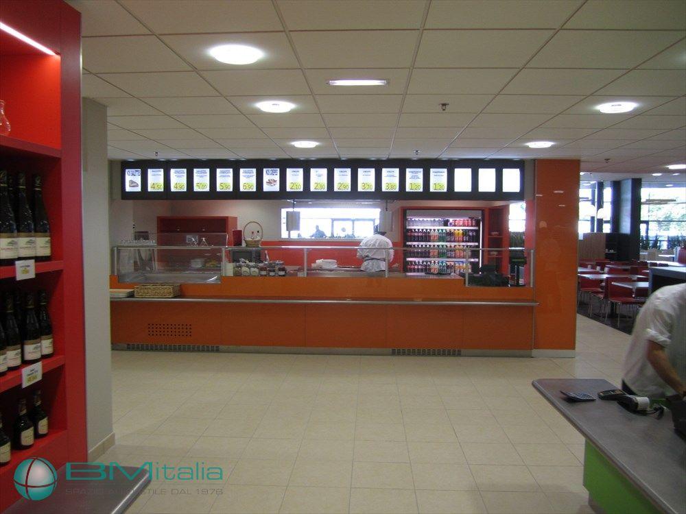 Progettazione realizzazione arredi ristorante selfservice for Al portico arredamenti
