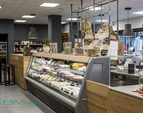Progettazione e realizzazione arredamenti per negozi for Arredamenti per supermercati