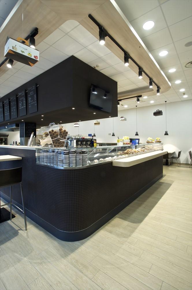 Progettazione e produzione arredamenti su misura per bar for Arredamenti bar milano