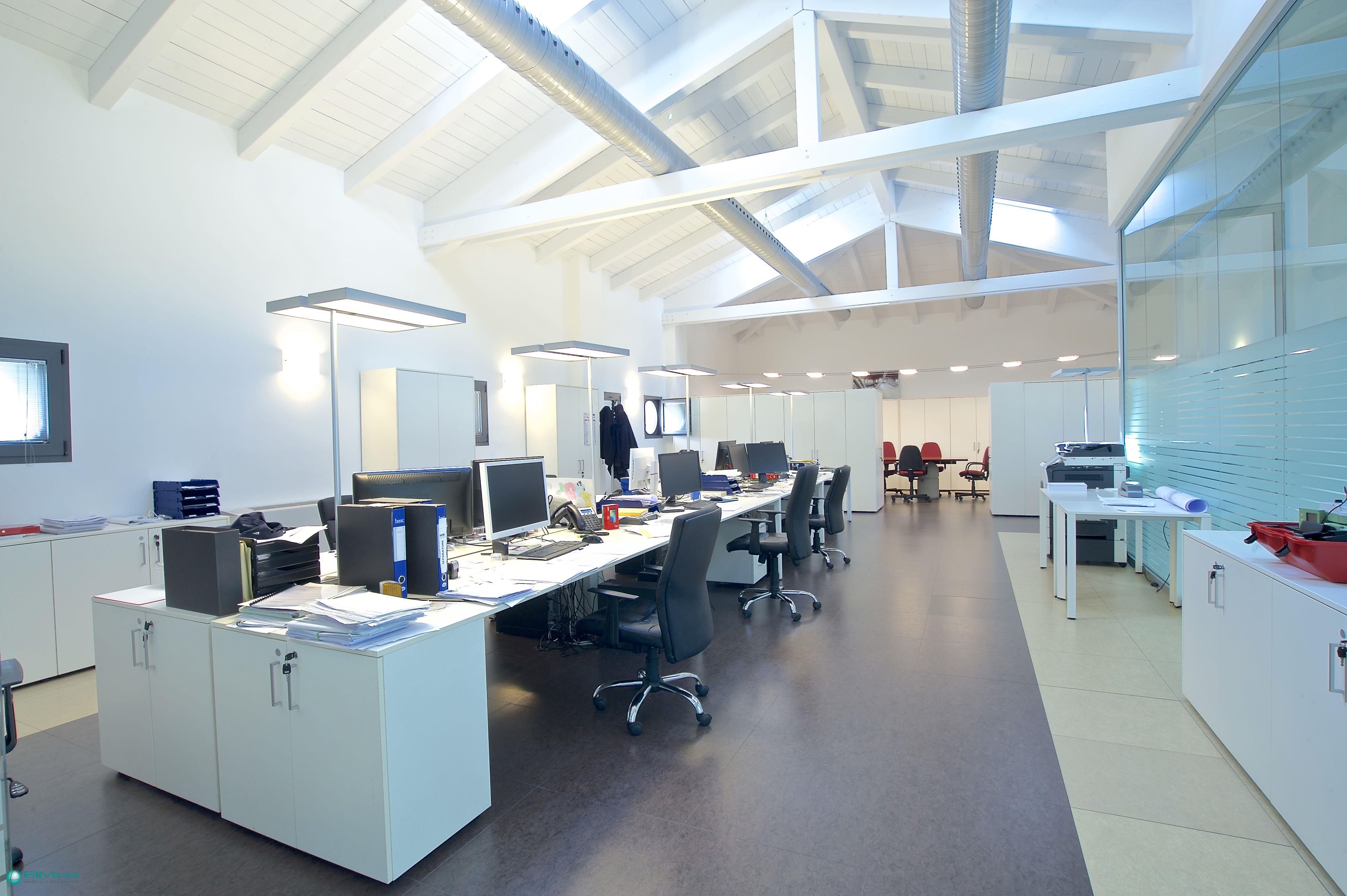 Concreta soluzione di arredamenti per uffici da bmitalia for Arredamenti ufficio roma