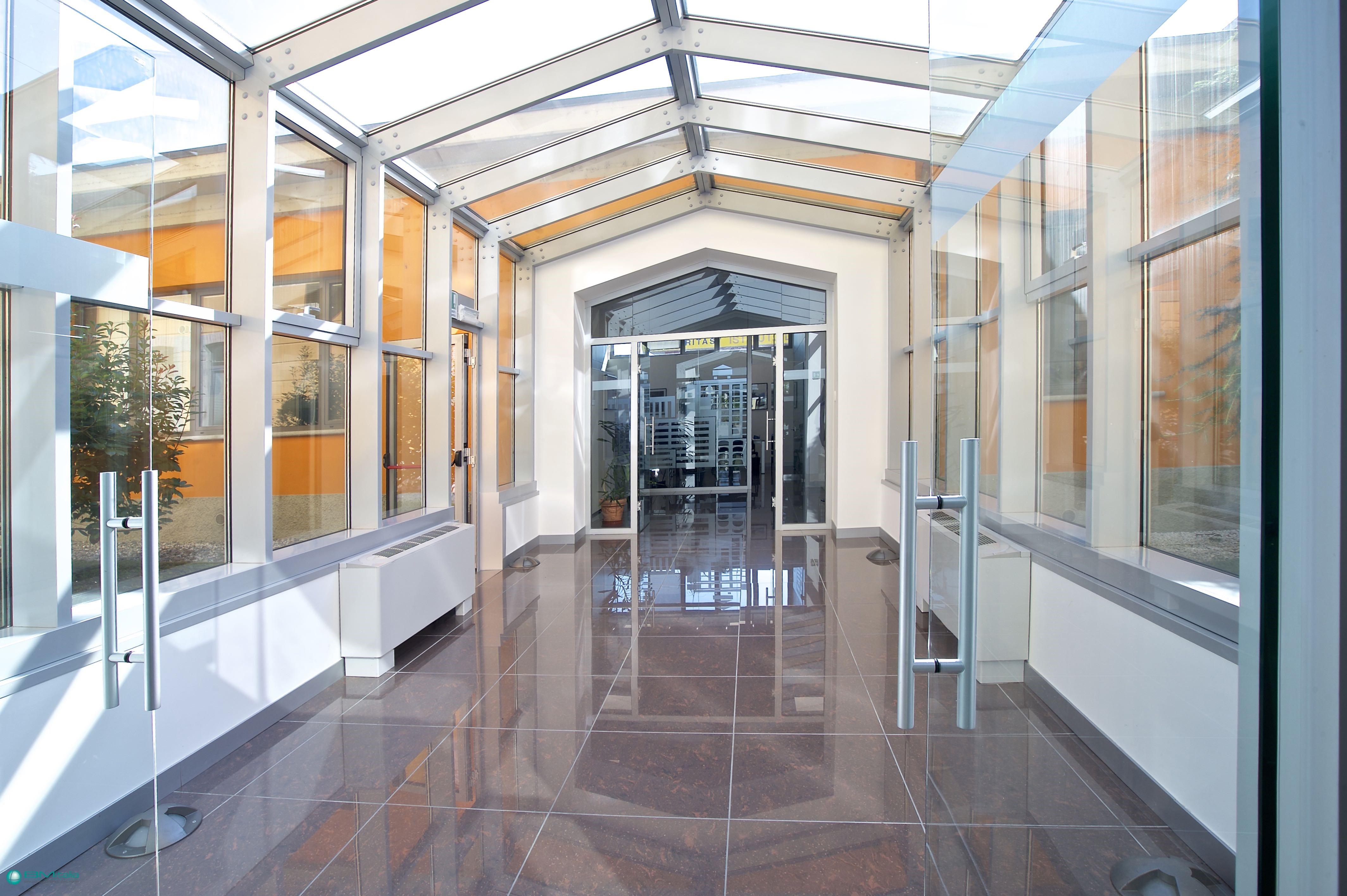 Concreta soluzione di arredamenti per uffici da bmitalia for Loggia arredamenti