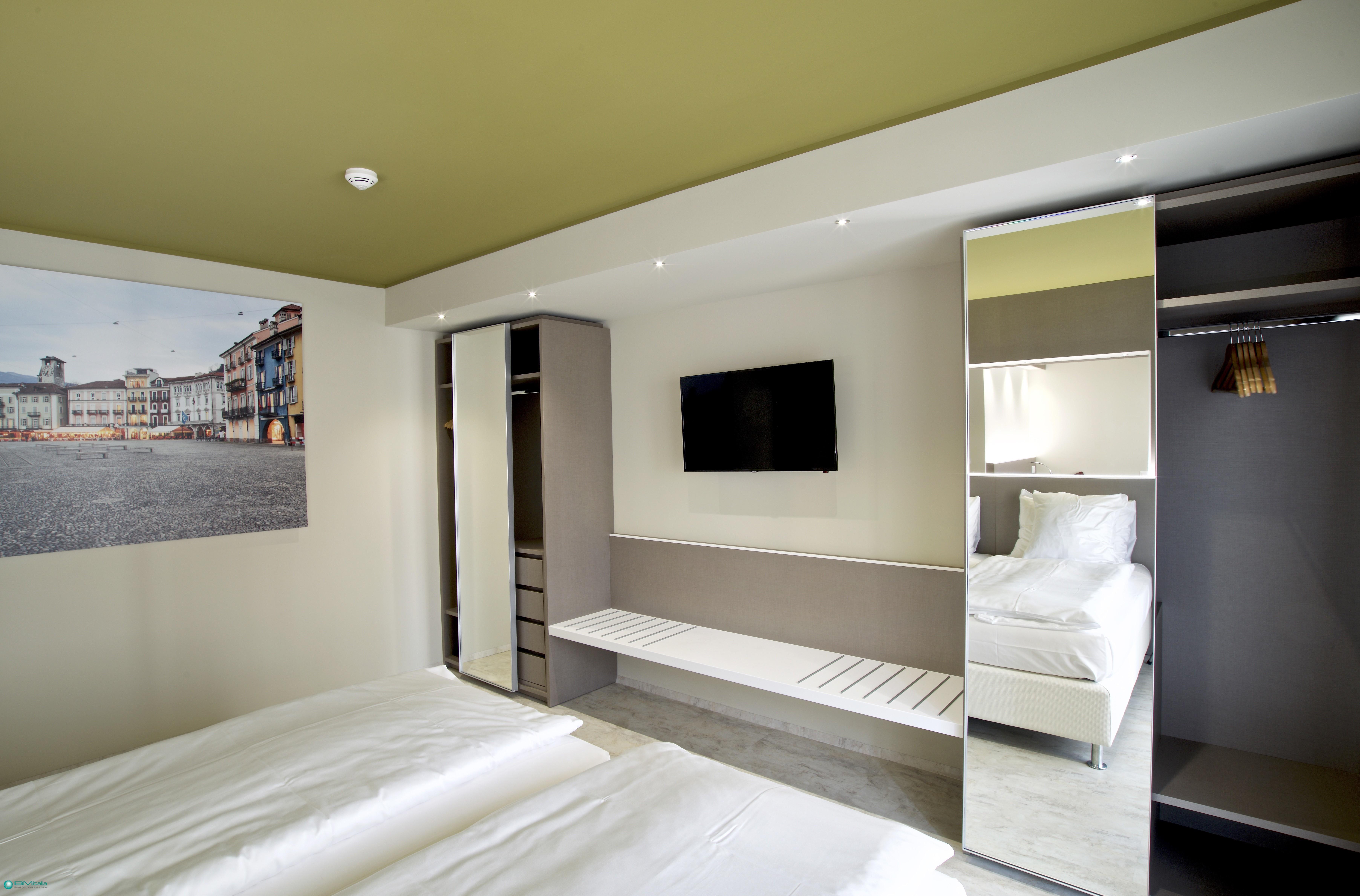 Contract d 39 eccellenza per alberghi spazi commerciali e for Bm arredamenti