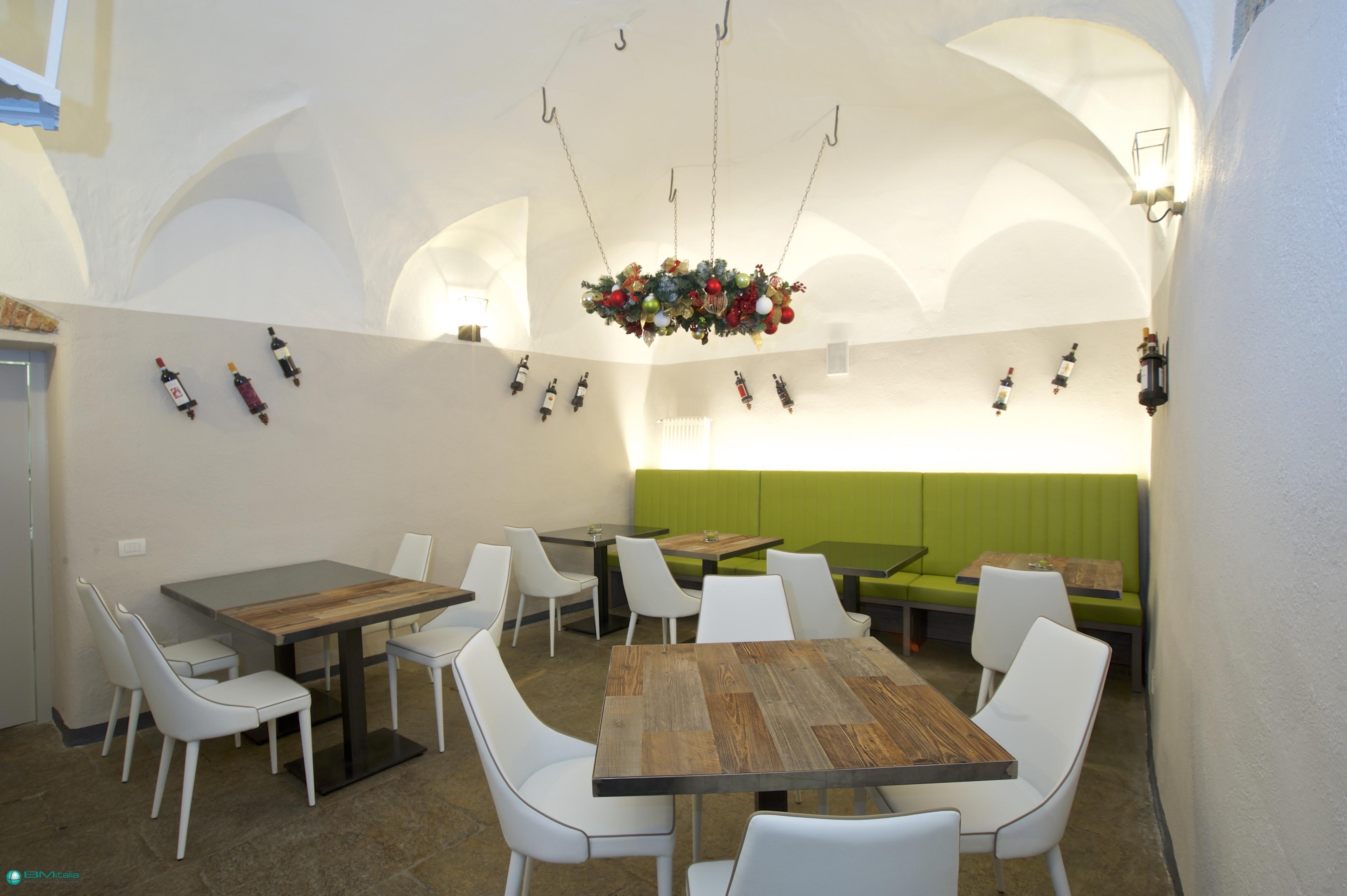 Realizzazione arredamento su misura per ristoranti e bar for Arredamenti ufficio roma