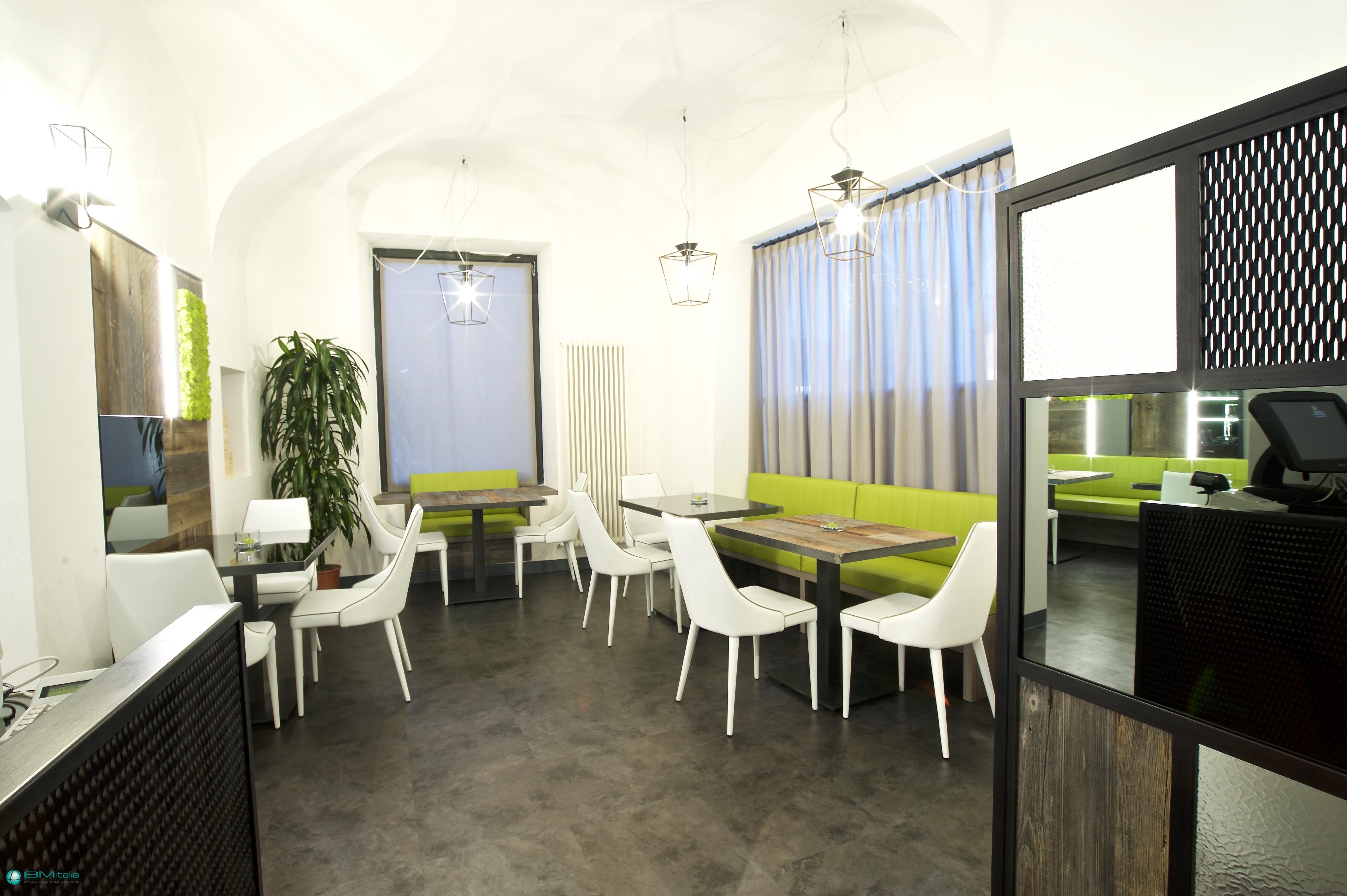 Realizzazione arredamento su misura per ristoranti e bar for Bm arredamenti