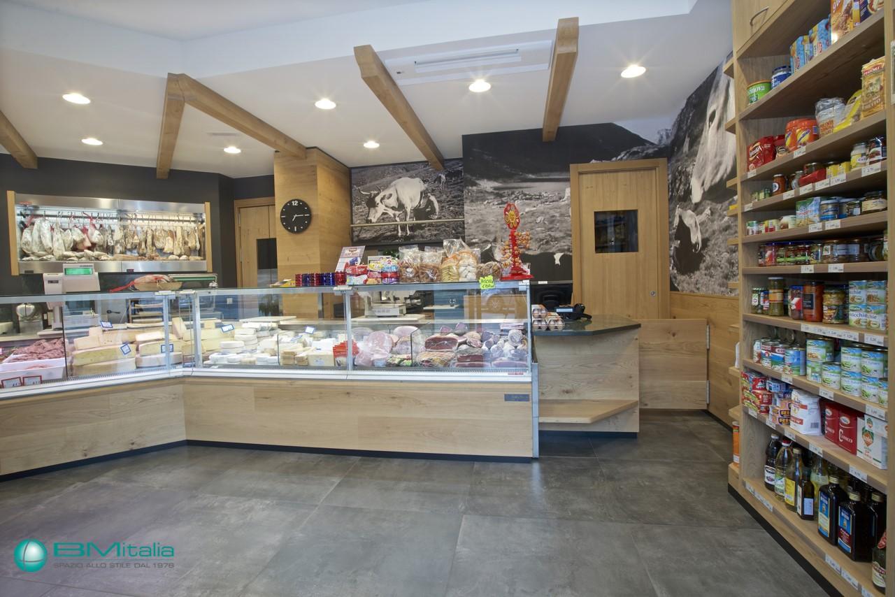 Progettazione realizzazione arredo negozi food nofood for Italia arredo
