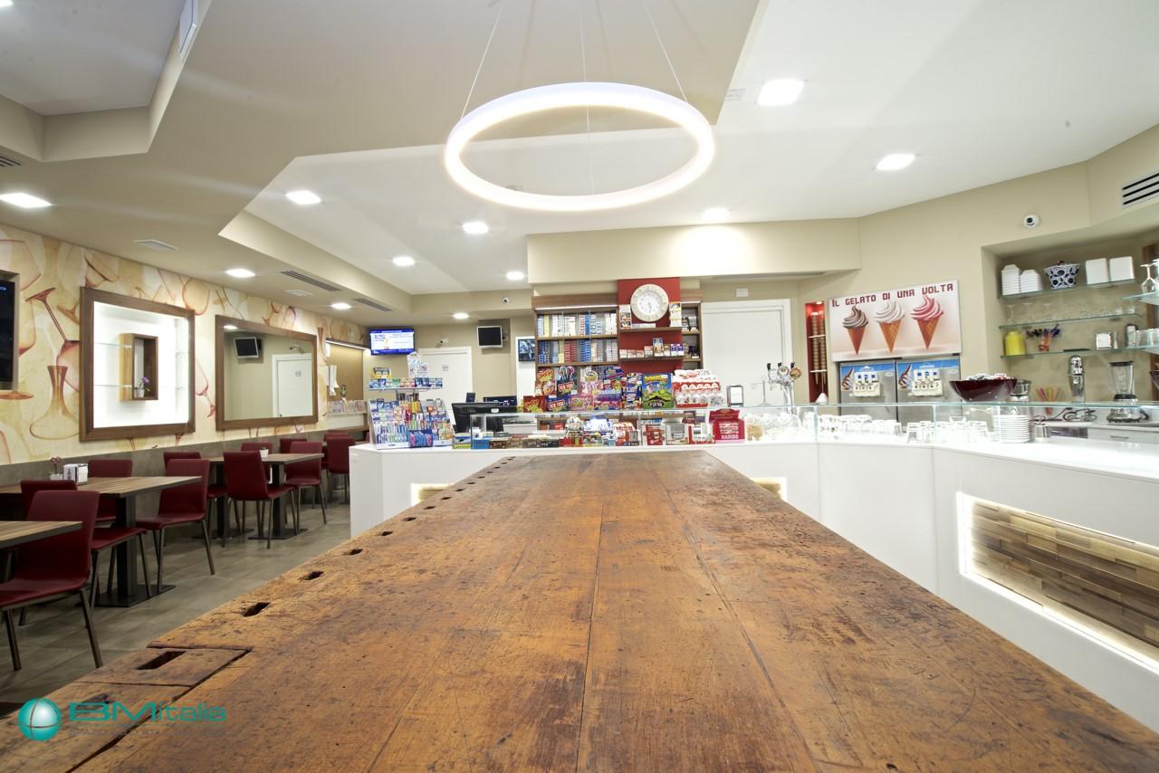 Arredo Bar Nuovo.Progettazione Realizzazione Chiavi In Mano Arredamenti
