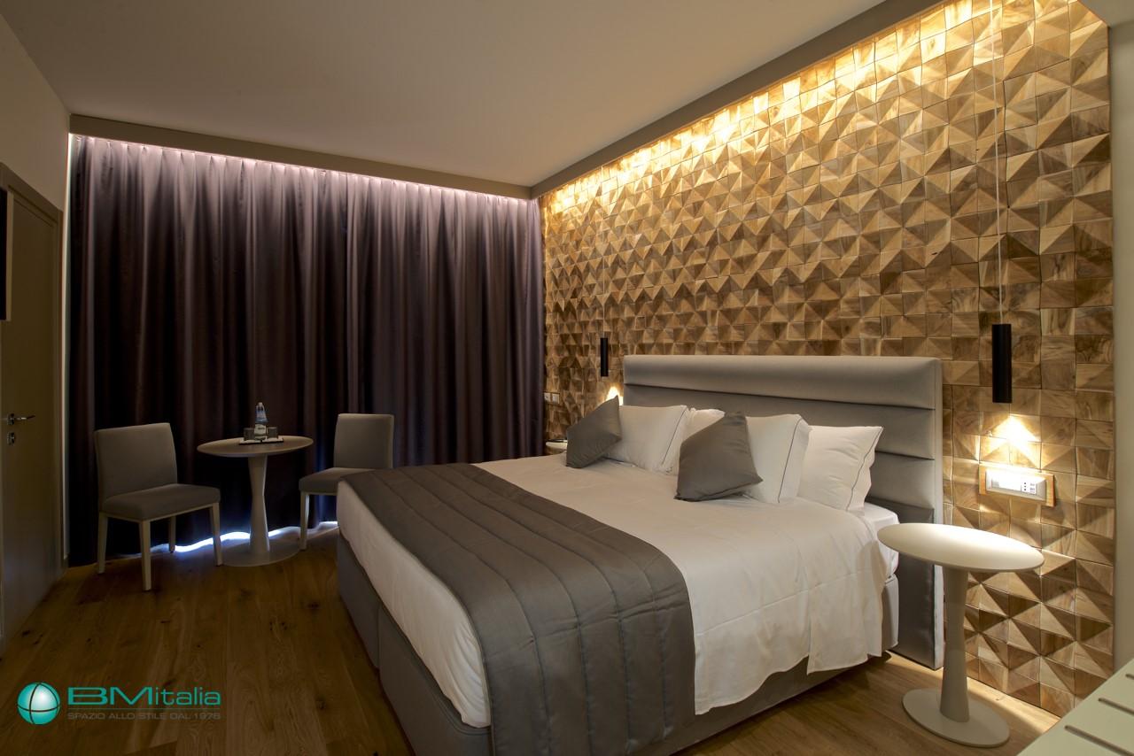 Produzione montaggio camere hotel arredo hotel for Arredi per alberghi e hotel