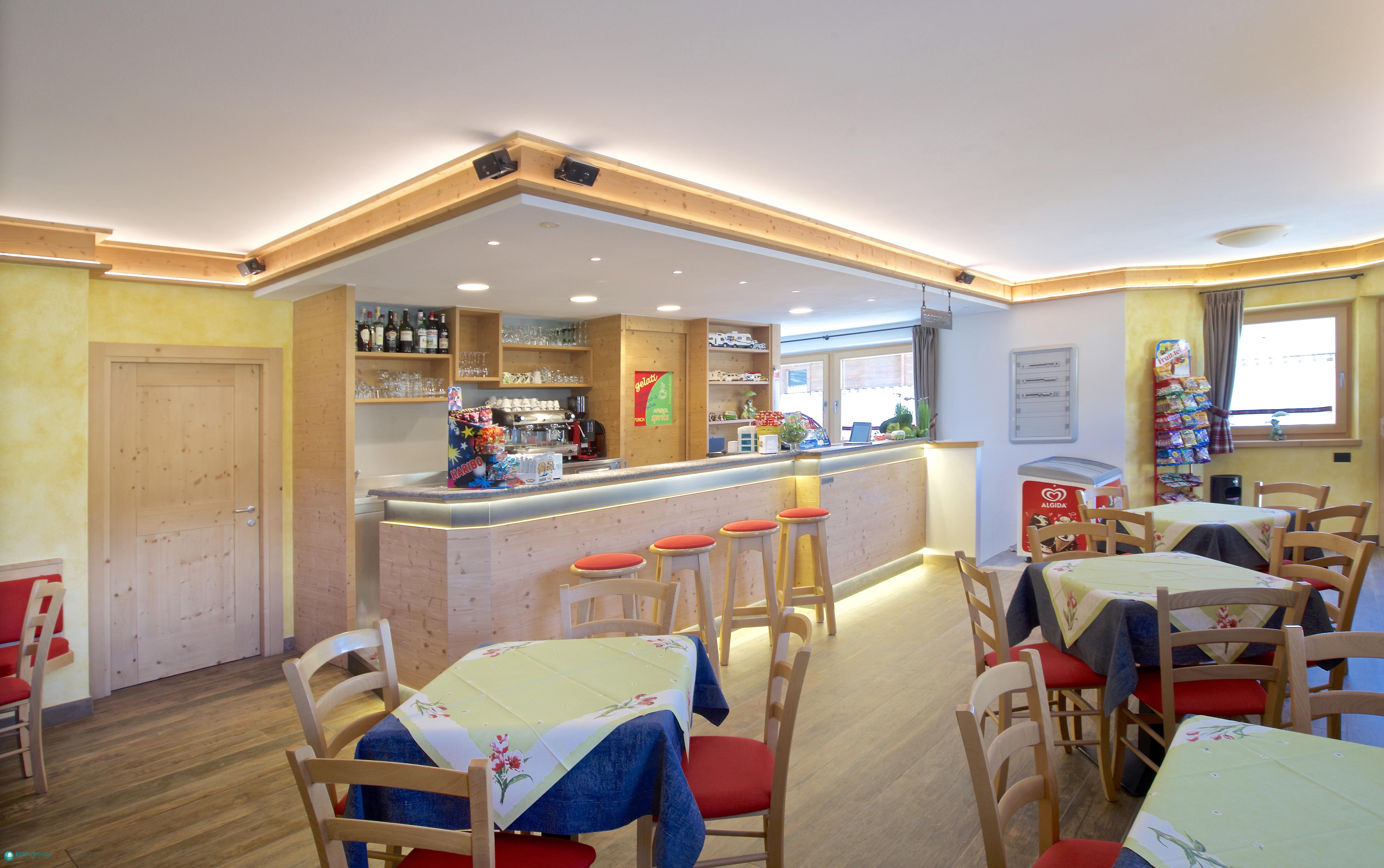 Progettazione e realizzazione arredamenti per bar e pub for Arredamenti livigno