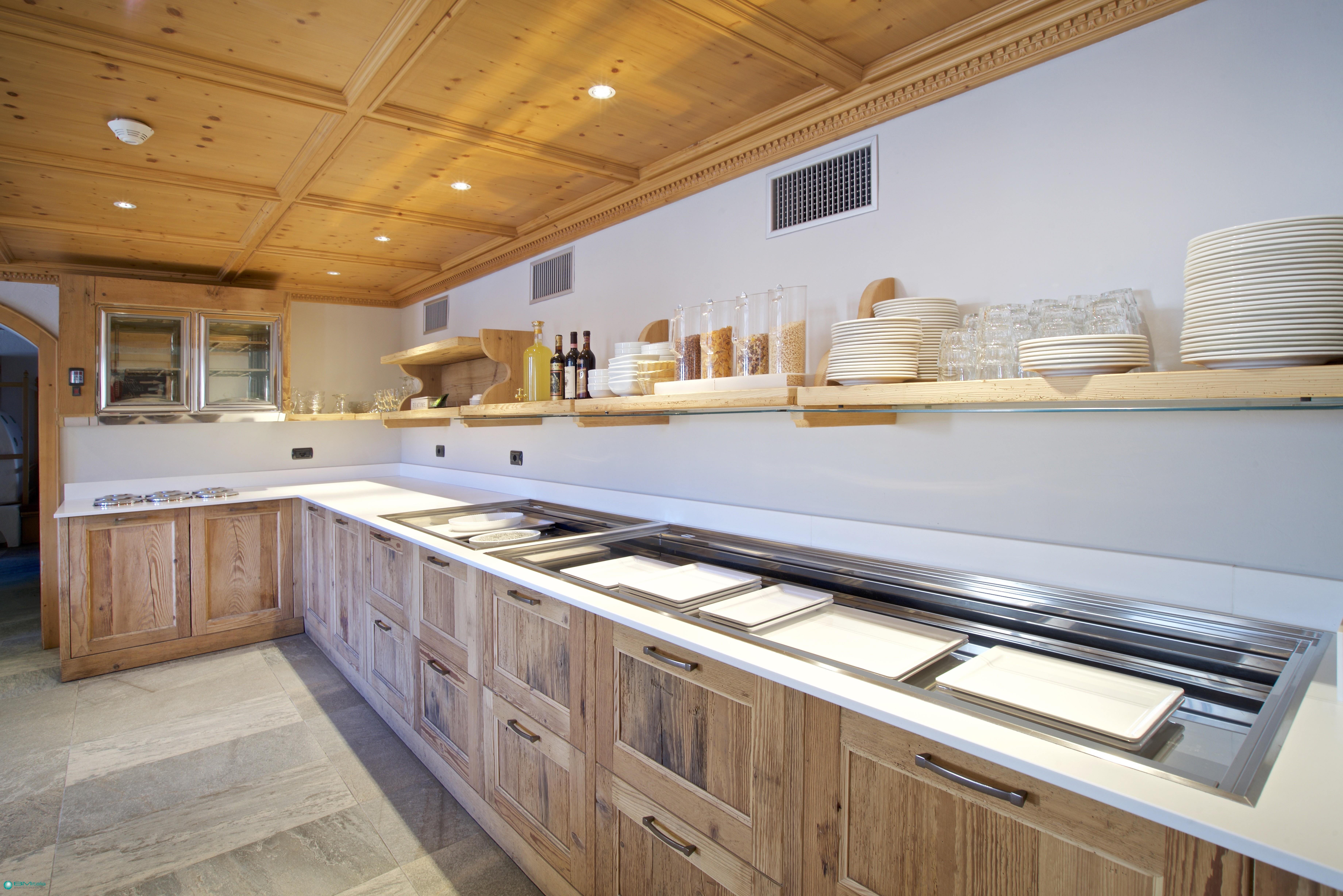 Progettazione e produzione di arredamenti per ristorante for Arredamenti livigno