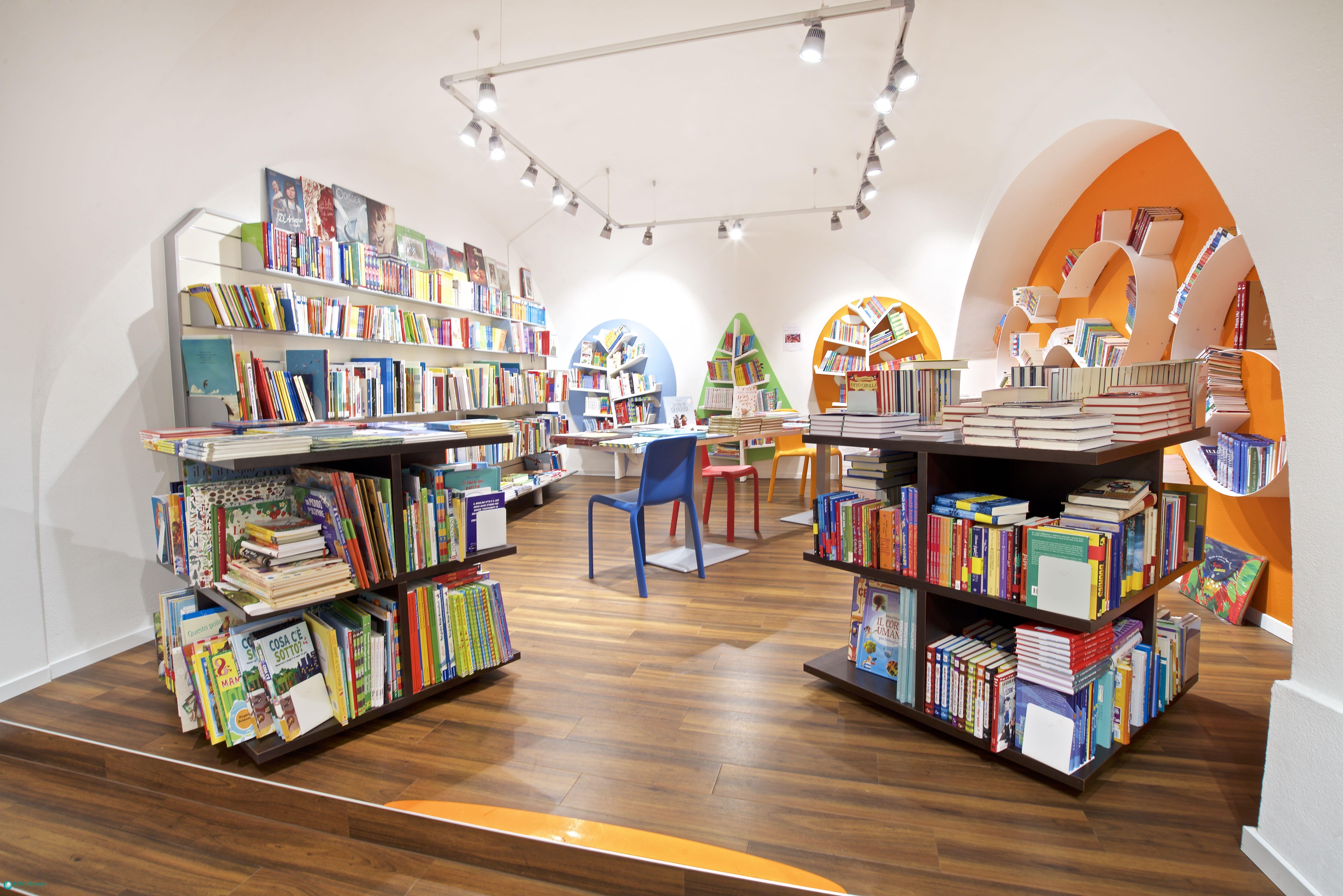 Progetto arredo libreria biblioteca su misura forniture for Cavalli arredamenti