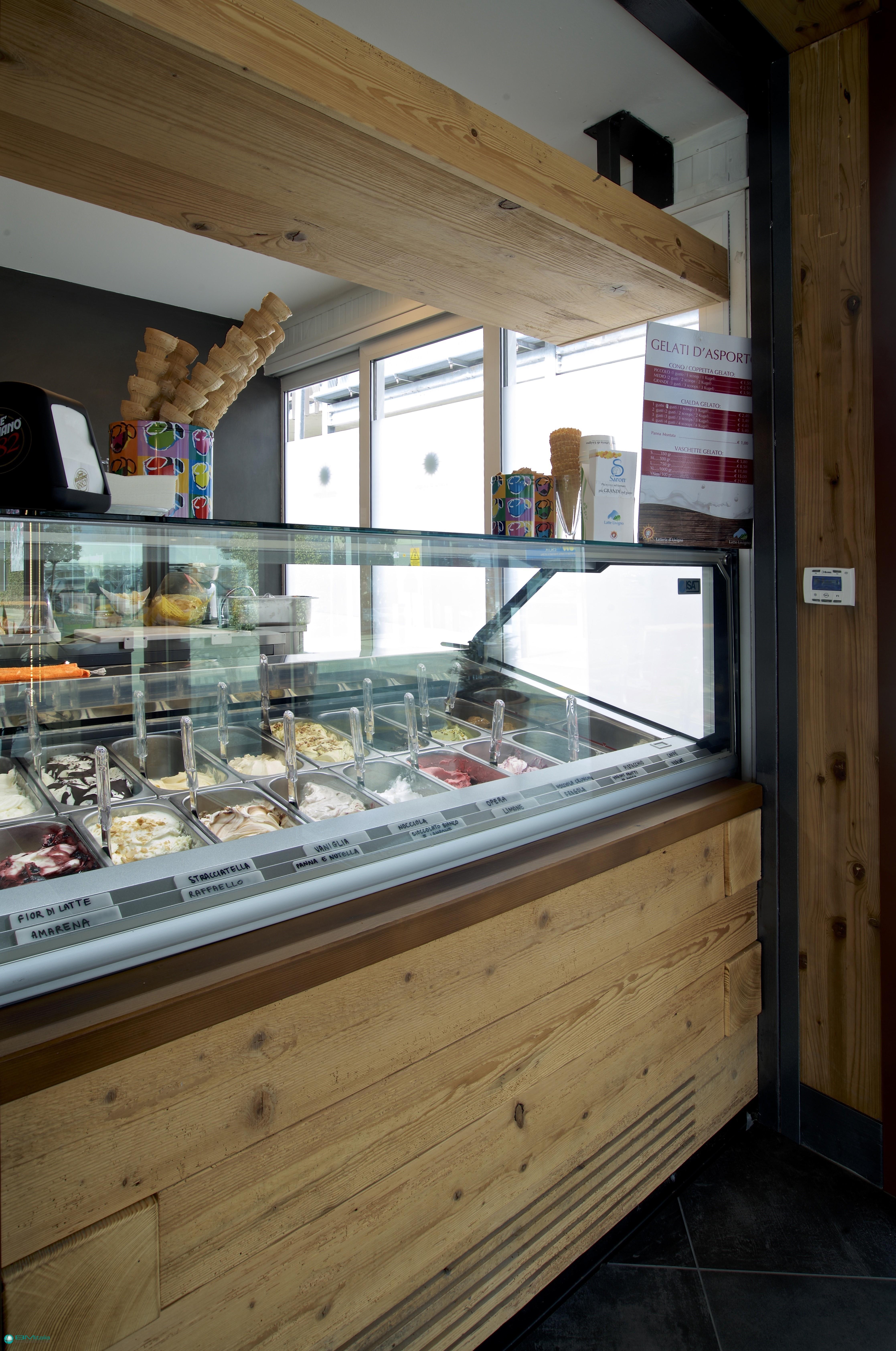 Arredamenti per gelateria caffetteria latteria in for Arredamenti livigno