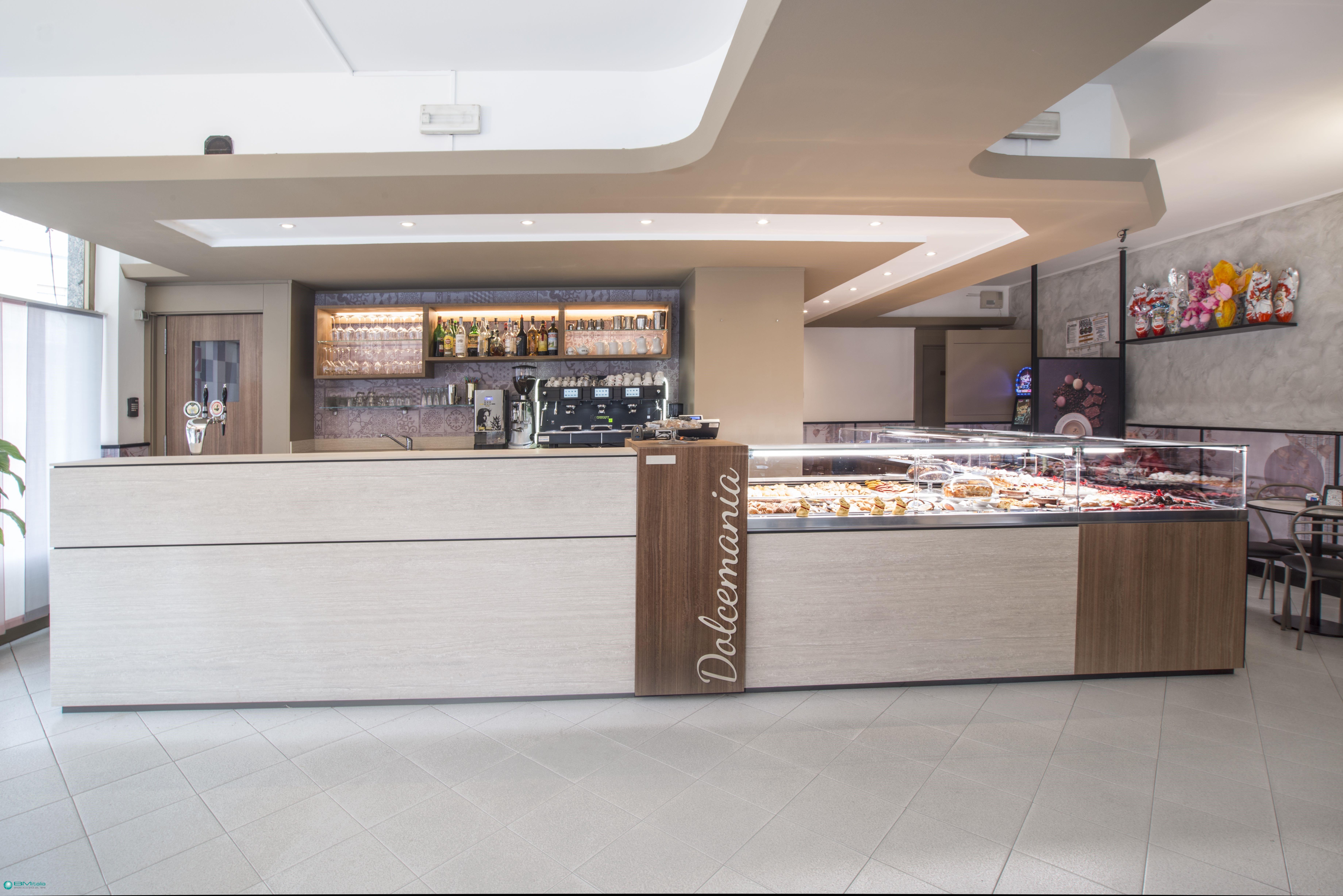 Arredamenti per pasticceria gelateria bar milano como for Roma arredamenti