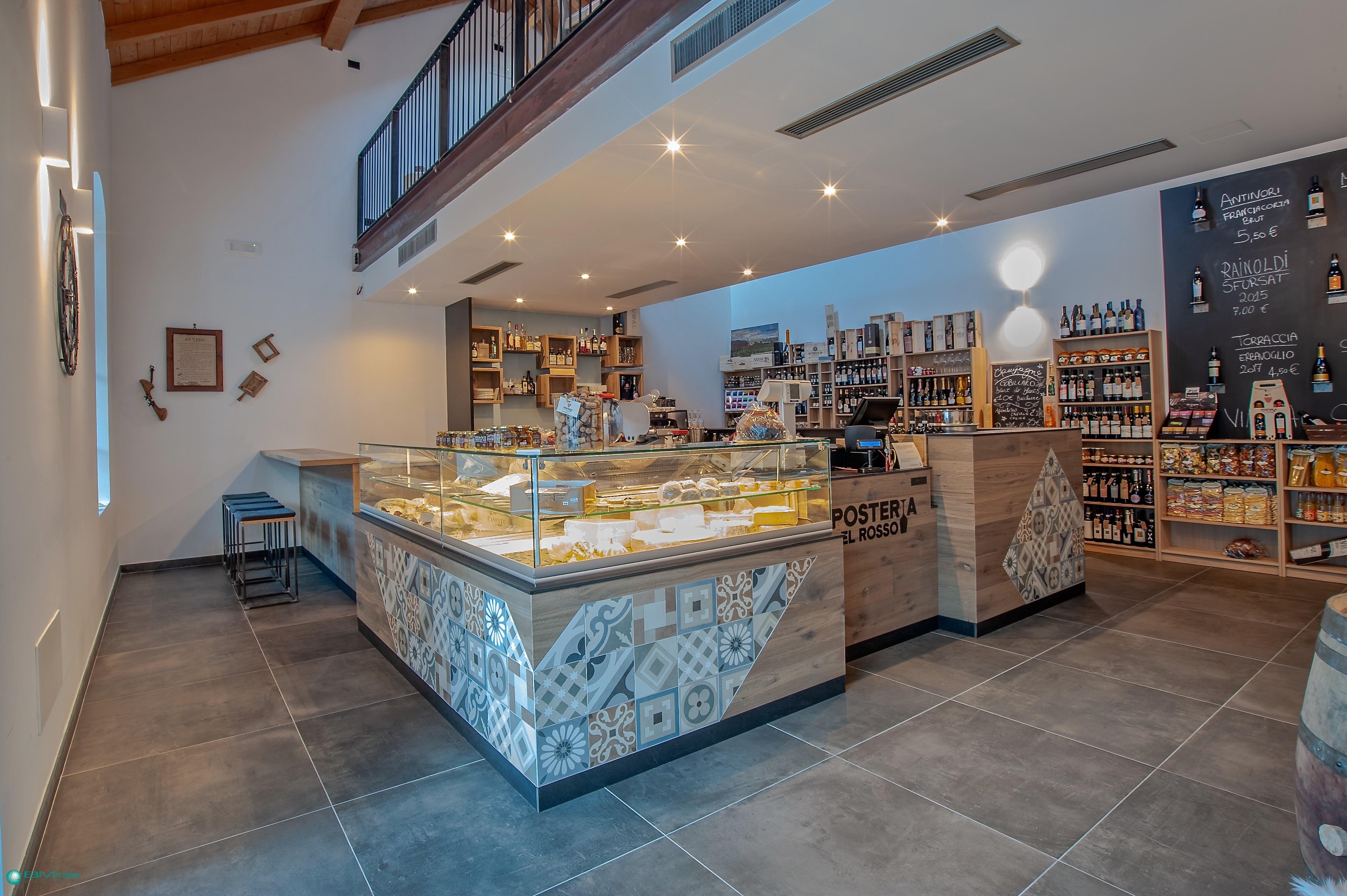 Arredo per negozi bar salumeria winebar enoteca for Idee per arredare enoteca