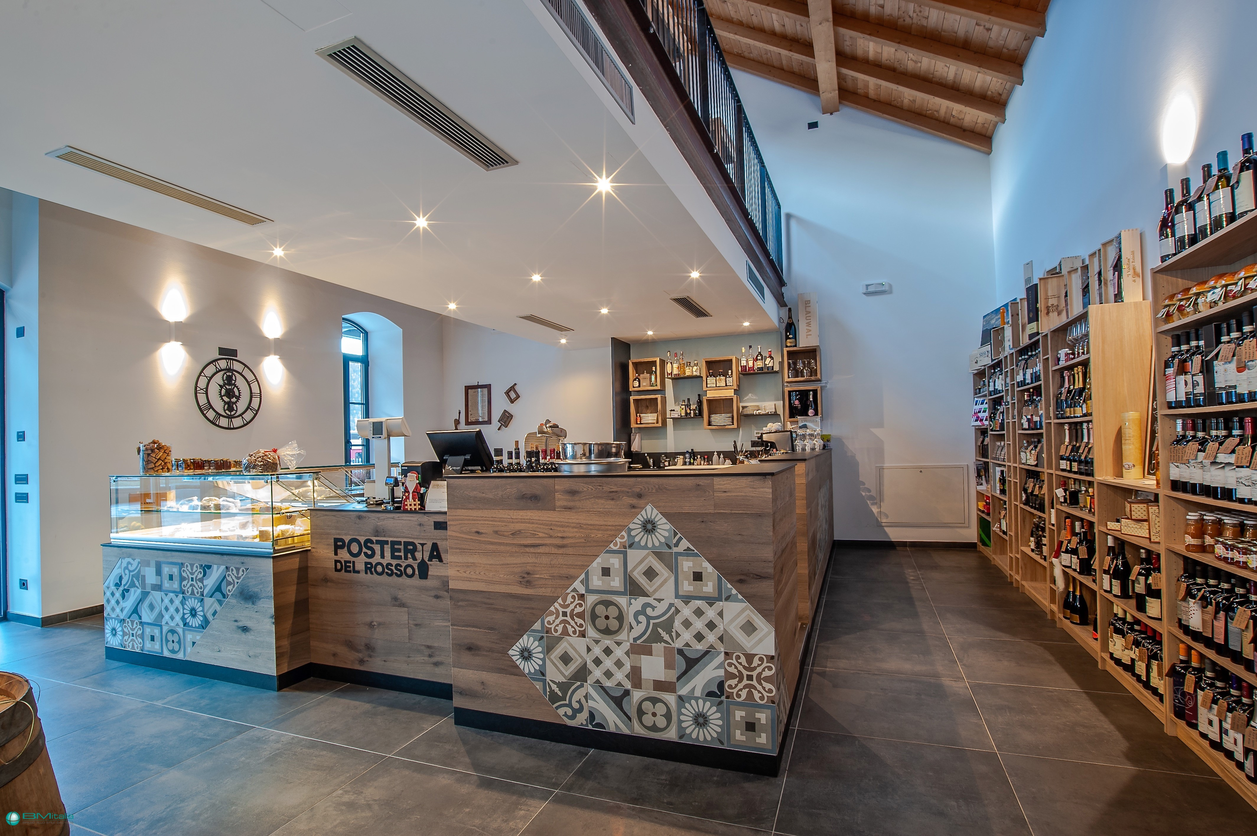 Arredo per negozi bar salumeria winebar enoteca for Arredo salumeria
