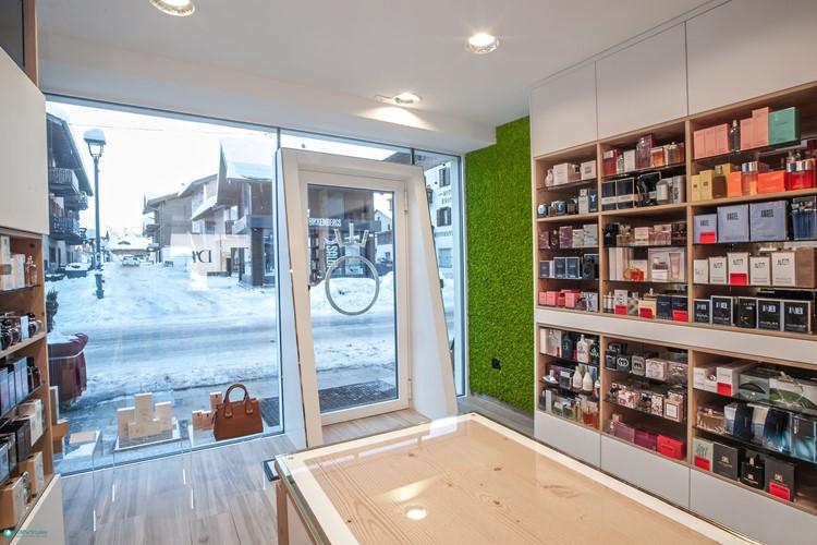 Arredamenti per negozi for Arredo profumeria