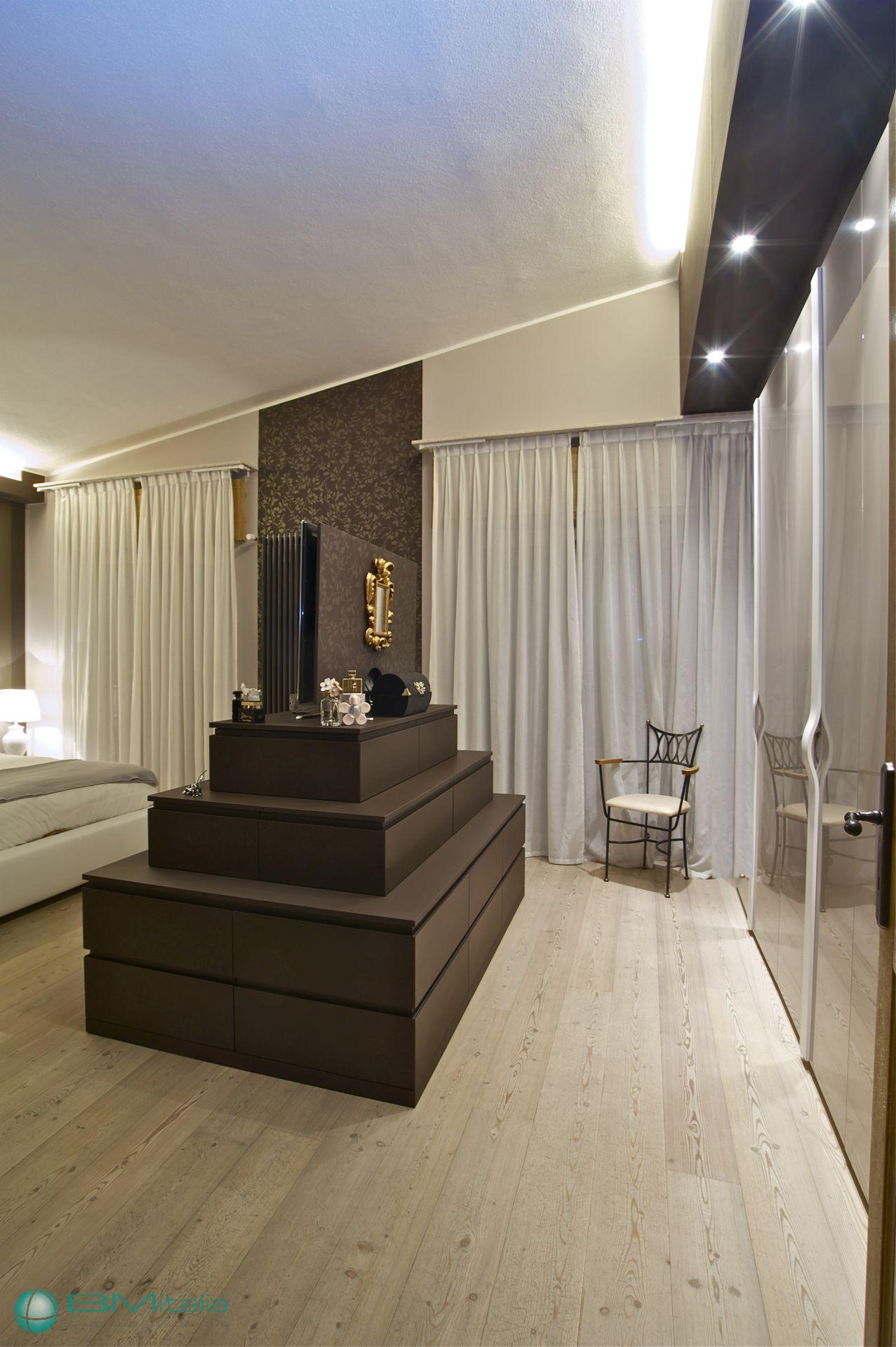 Progettazione e realizzazione arredamenti per case ville for Arredamenti per appartamenti