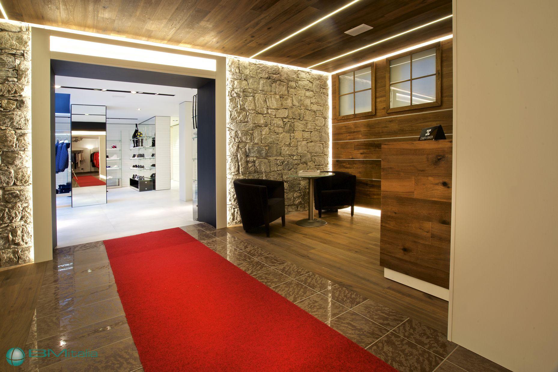 Progettazione arredamenti per negozi di abbigliamento for Al portico arredamenti