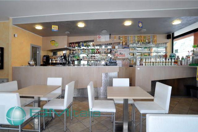 Progettazione e realizzazione arredamenti per bar e pub for Arredamenti per bar