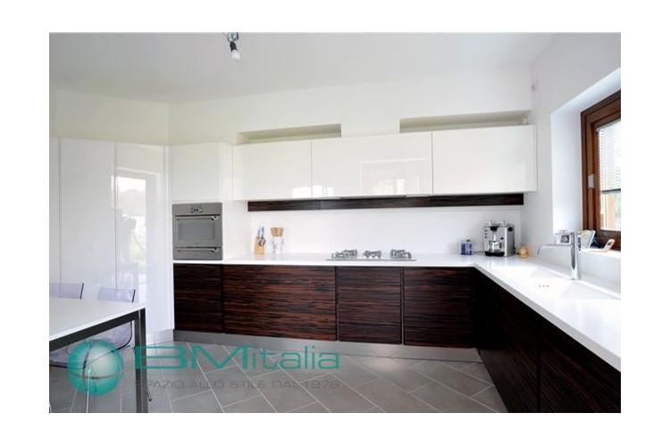 Arredamenti per abitazioni private for Villa arredamenti milano