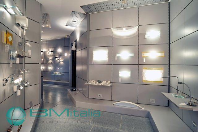 Illuminazione negozi roma idee creative di interni e mobili for Bm arredamenti