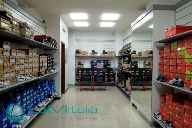 Progettazione e realizzazione arredamenti per negozi di for Progettazione di negozi