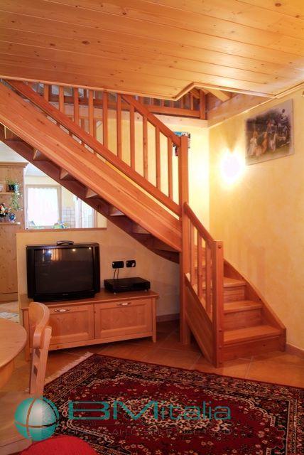 Progettazione e realizzazione arredamenti per case ville for Arredamenti livigno
