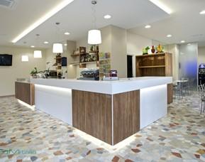 Arredamento Bar Bianco.Progettazione Produzione Montaggio Arredo Bar