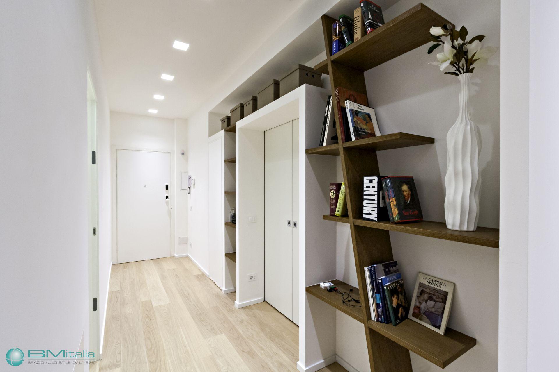 Produzione montaggio arredamenti su misura per residence for Villa arredamenti milano