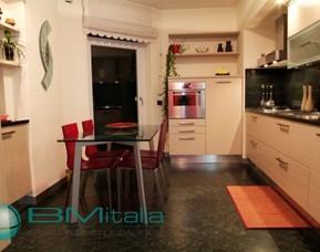 Progettazione e realizzazione arredamenti per case ville for Villa arredamenti